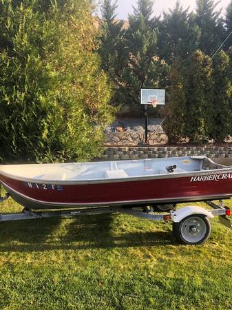 Photo 1239 Aluminum Boat w Trailer  Engine - $1,900 (Wenatchee, WA)