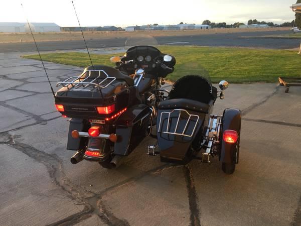 Photo 2013 Harley Davidson FLHTK Ultra Classic w Sidecar - $16,500 (Moses Lake)