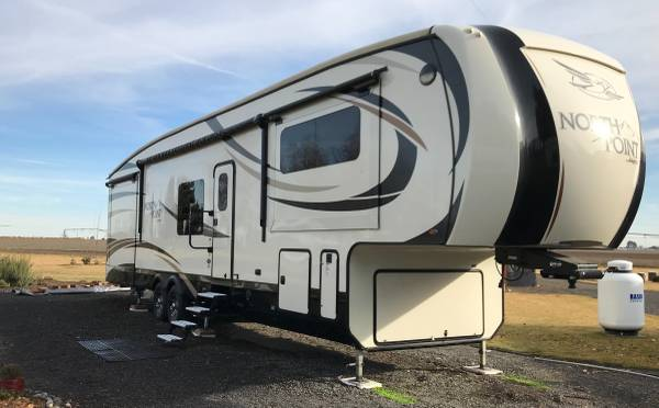 Photo 2017 Jayco North Point 383FLFS Luxury Package Fifth Wheel - $62,000 (Moses Lake, WA)