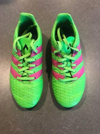 Photo Adidas Soccer Cleats, Girls Size 1 - $5 (Moses Lake)