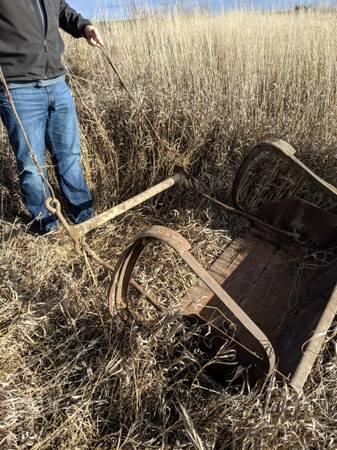 Photo Antique horse drawn scraper - $200 (Moses lake)