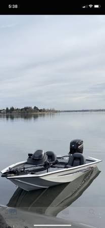 Photo Bass tracker 175 - $24,500 (Moses lake)