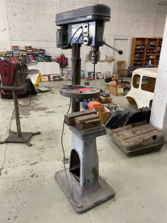 Photo Cummins 9 speed heavy duty drill press - $350 (Spokane WA)