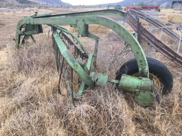 Photo John Deere side delivery rake - $400 (Palisades)