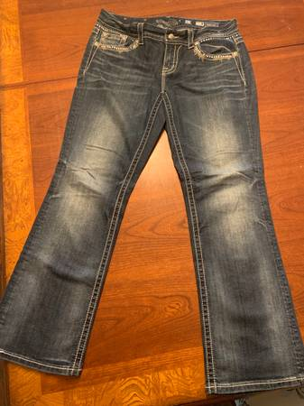 Photo Miss Me Womens Easy Boot Size 31 Stretch Bling Jeans JE8015E2R - $30 (East wenatchee)