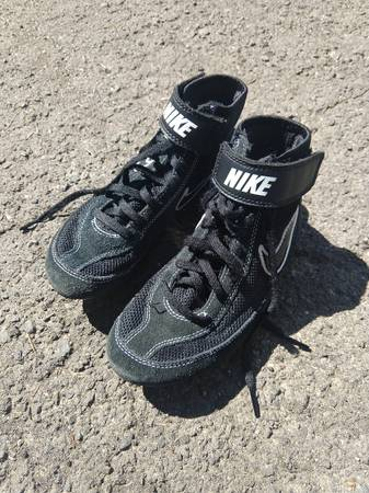 Photo Nike Wrestling Shoes - Size 3Y - $40 (Moscow)