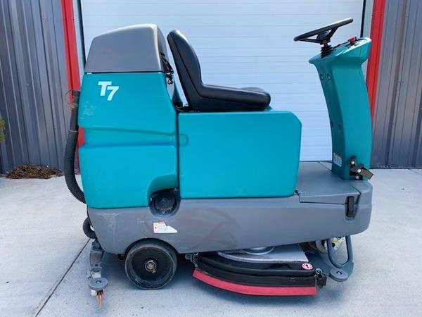 Photo Ride on Floor Scrubber - $3,500 (East Wenatchee, WA)
