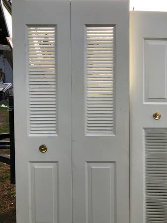 Photo nice benchmark bi-fold metal doors - $50 (wenatchee wa)