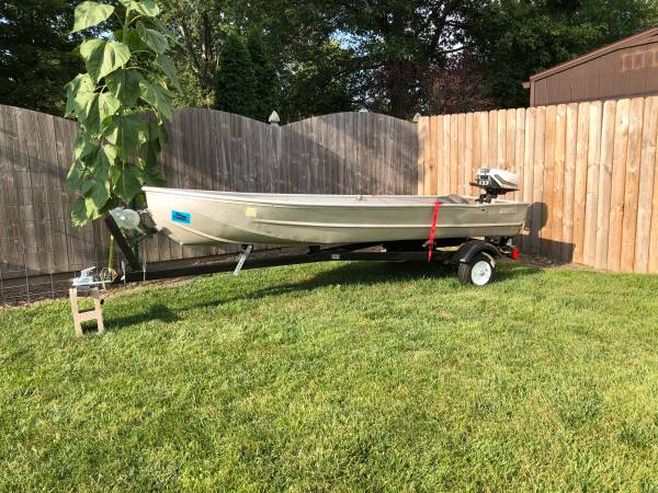 Photo 14ft Sears Aluminum fishing boat, trailer, and 5.5hp air cooled motor - $750 (Anderson)