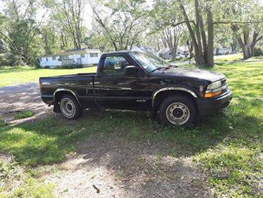 Photo 2002 Chevrolet S10 truck - $1200 (Muncie)
