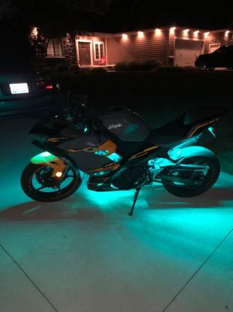 Photo 2018 Kawasaki Ninja 400 ABS - $4,000 (Fort Wayne)