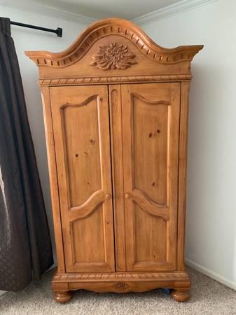 Photo Armoire dresser - $100 (Pendleton)