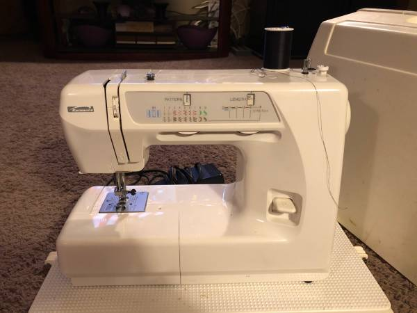 Photo Kenmore Sewing Machine For Sale - $175 (Farmland)
