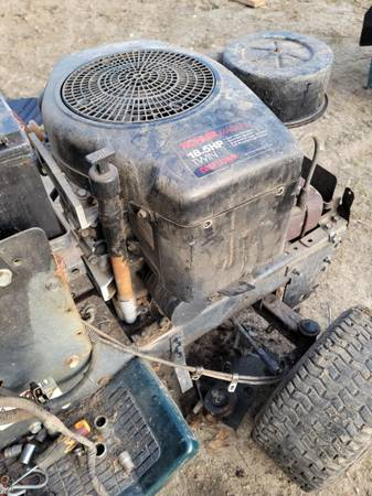 Photo Magnum vertical opposed twin engine 18.5 hp - $300 (Elwood)