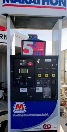 Photo Marathon Gas Pump - $350 (St Henry)