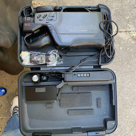 Photo Panasonic OmniMovie VHS HQ CCD AF X8 Camcorder - $60 (Centerville)