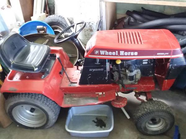 Photo Wheel Horse Lawn Tractor - $300