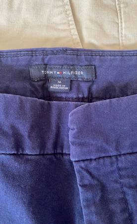 Photo womens shorts and pants size 16 $5 each - $5 (Albany)
