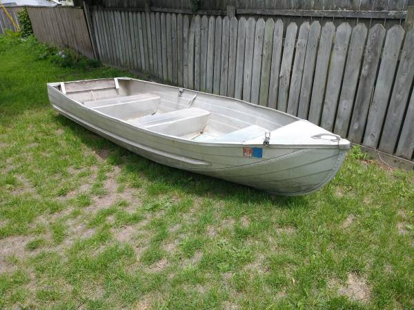 Photo 12 ft Aluminum Boat - $400 (Grand Haven)