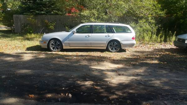 Photo 2002 mercedes benz e320 4matic wagon - $600 (MUSKEGON)