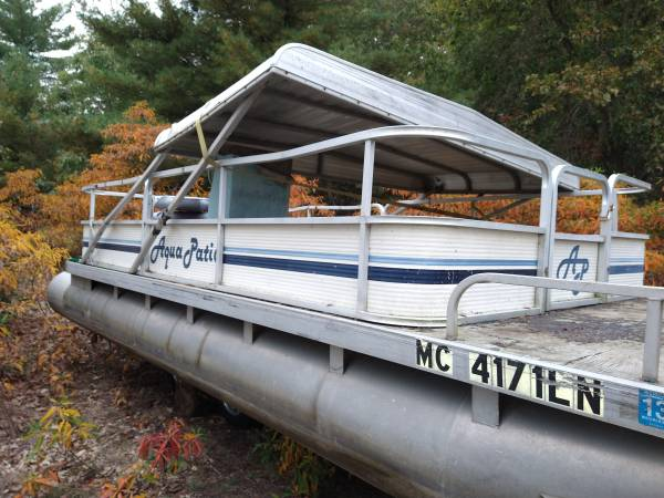 Photo 20ft pontoon boat with motor - $1,500 (White Cloud)