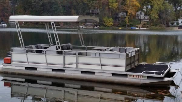 Photo 2439 Pontoon Boat with Trailer - $4,500 (Lawton)