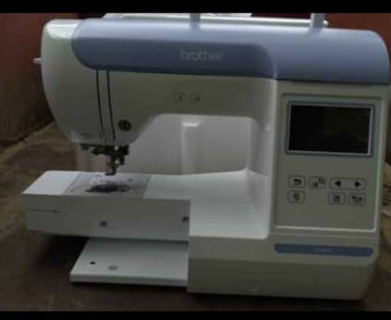Photo Brother pe800 Embroidery Machine with Large Color Touch LCD Sc - $850 (Muskegon)