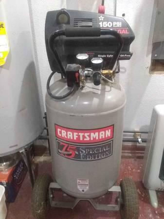 Photo Craftsman 6 HP 30 gal. air compressor. - $350 (Muskegon)