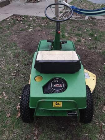 Photo John deere 56 riding lawn mower - $300 (Muskegon)