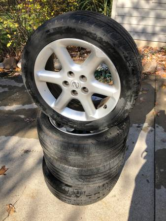 Photo Nissan 17 inch rims with tires - $100 (Spring Lake)