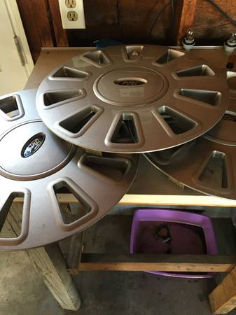 Photo OEM 17 inch Ford Crown Victoria police interceptor wheels cover 3 - $30 (North Muskegon)