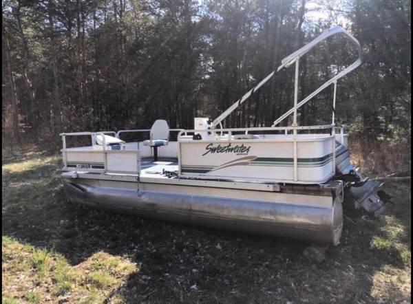Photo Pontoon Boat Renovations and Transformations - $3,000 (Grand Rapids)