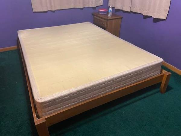 Photo Queen sized IKEA bed frame  box spring (Hesperia)
