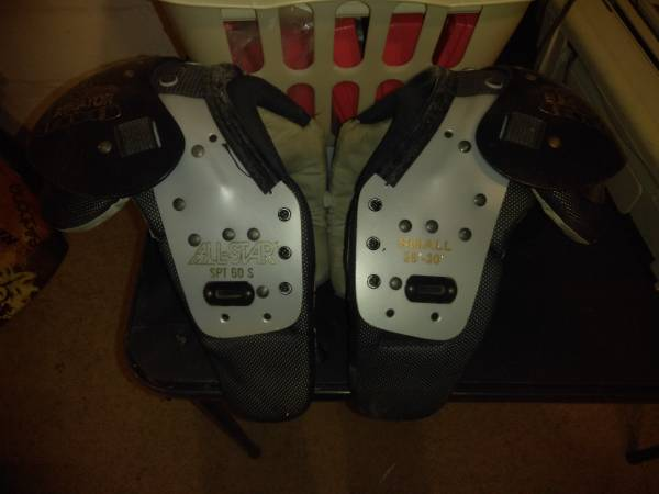 Photo Shoulder pads - $25 (Muskegon)