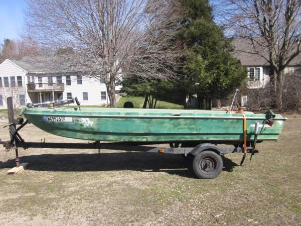 Photo Starcraft 14 ft. boat - $75 (Spring Lake, MI)