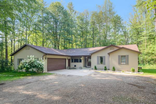 Photo Welcome Home This is the home you39ve been waiting for. This beautifu (18845 Winding Brook Pl, Big Rapids, MI)