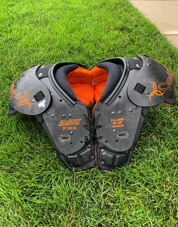 Photo Youth Football Shoulder Pads (Nunica MI)