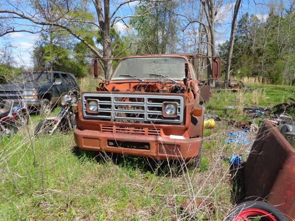 Photo 1970 GMC  Chevy 6000 - 5 Ton - No Motor - Dump Bed - $1,400 (Loris)