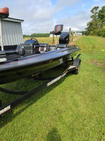 Photo 1989 Stratos 201 bass boat 20 ft. - $5,800 (Whiteville)