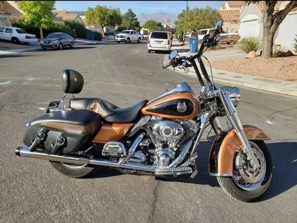 Photo 2008 Harley Davidson Road King Anniversary Edition - $7,500 (Berkshire Forest)