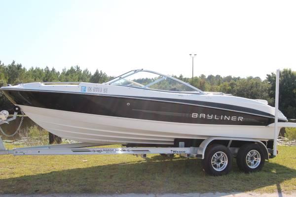 Photo 2012 Bayliner 215 - $24,975 (Ridgeland)