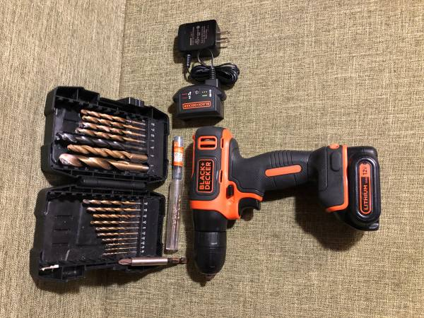 Photo BLACKDECKER 12V MAX Cordless Lithium DrillDriver - $20 (SURFSIDE BEACH)