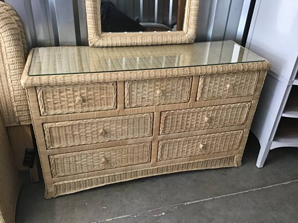 Photo COMPLETE 11 PC. BROWN WICKER TWINS BEDROOM SET - $450 (Little river)