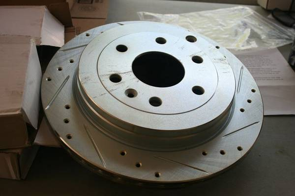 Photo Cross-Drilled Slotted Rotors And Pads Kit- 2009-2014 Chevy Traverse - $25 (Surfside beach)