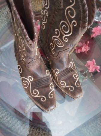 Photo Girls leather Ariat boots - $25 (Conwayloris)
