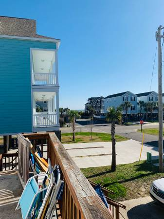 Photo Looking for roommate - 25FT. From beach (Surfside Beach)