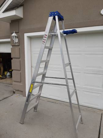 Photo Louisville Ladder 839 Aluminum Step Ladder, 250-lb Capacity - $50 (Myrtle Beach)