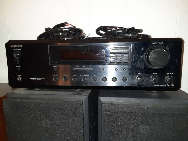 Photo Onkyo receiver and 2 Sony speakers-Home theater - $125 (Garden City)