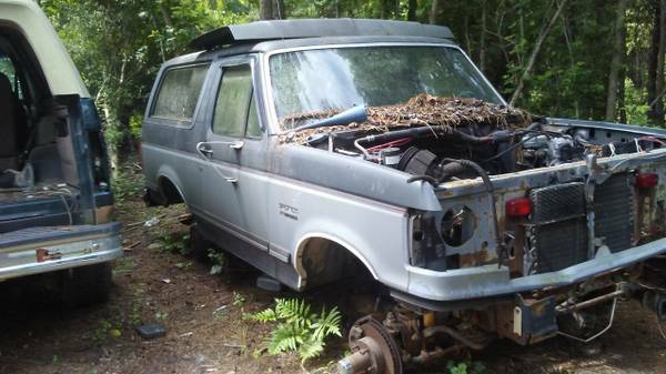 Photo Parting Out 1990 Ford Bronco (Conway)
