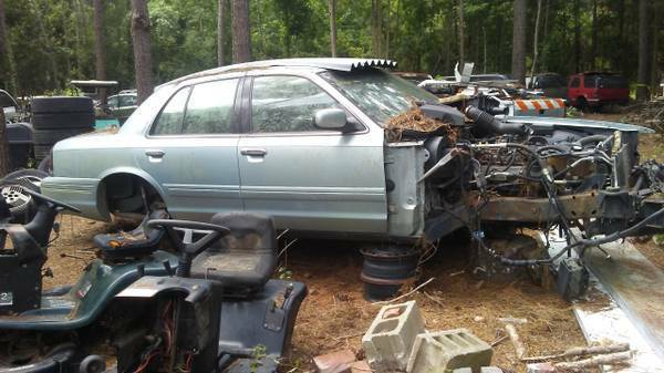 Photo Parting Out 2003 Ford Crown Vic Victoria (Conway)